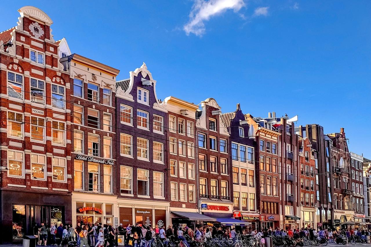 にぎわっているアムステルダム